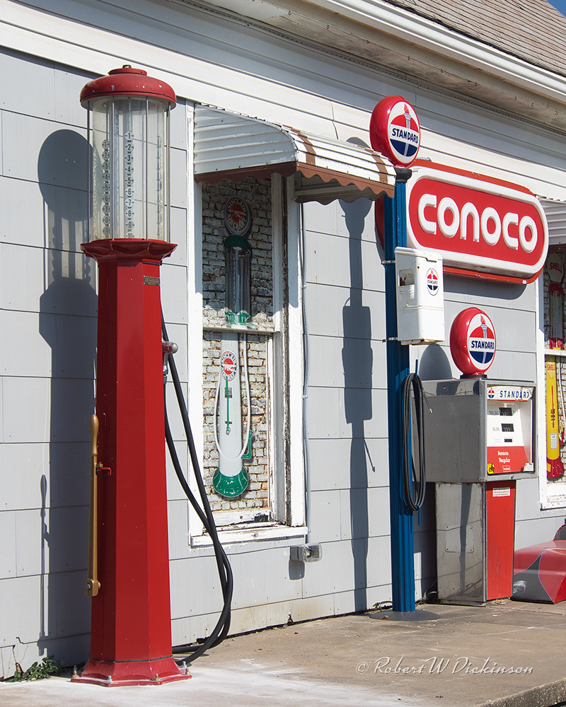 Old Gas Pumps at Don's Old Cars & Antiques on Route 66 in