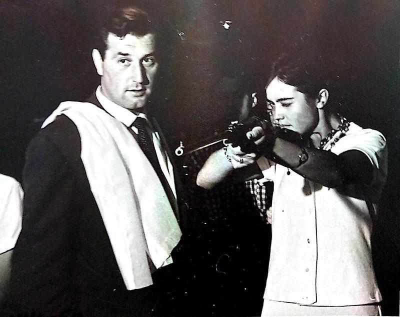 Víctor de Tena y Marina Riaño en 1968 en una caseta de fotos en la feria de Toledo