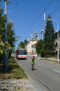 Umweltverbund vom Feinsten, im Hintergrund hat ein Radiosender seinen Sitz. | by Entenfang1