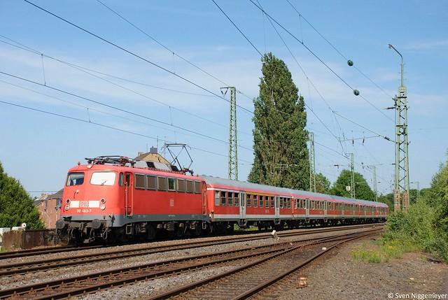 110 463-7 mit einem RE4-Verstärker von Düsseldorf Hbf nach Aachen Hbf kurz vor Mönchengladbach Hbf am 27.06.11