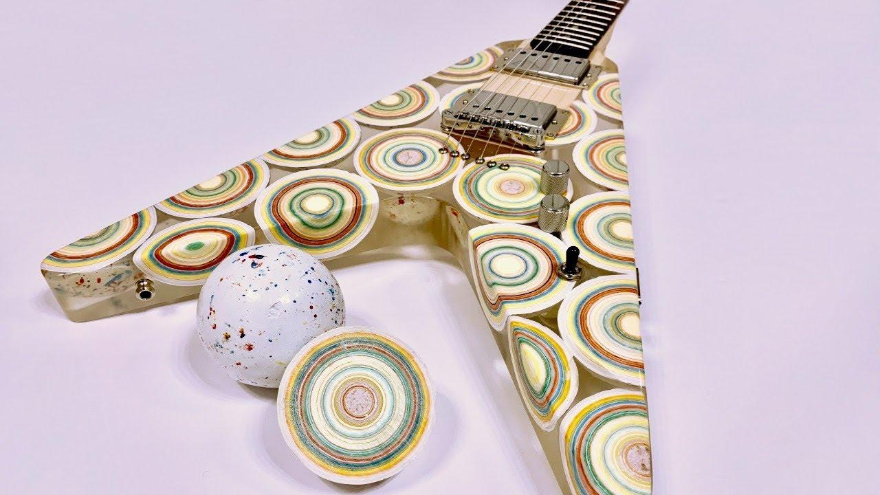 邊彈邊吃,演出不怕肚子餓。八顆硬糖做的吉他!