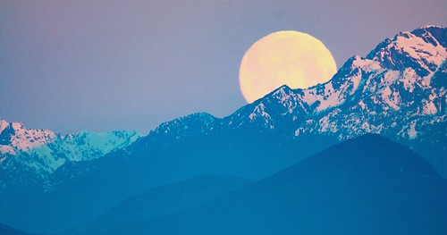 goldengardens sunrise pnw olympicmountains olympicpeninsula moonset moon