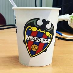 Así el café sabe mucho mejor :grin::grin: @levanteud