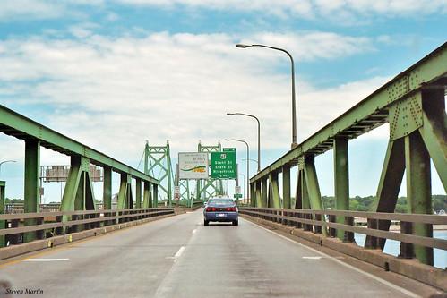 bridge trussbridge suspensionbridge interstatehighway freeway signs moline illinois unitedstates