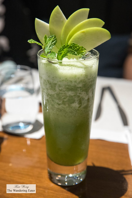 Non-alcoholic apple mint drink