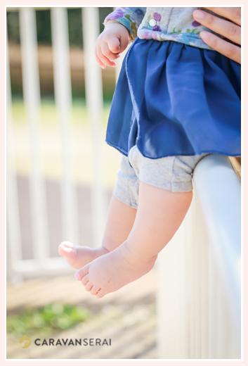 女の子赤ちゃんの足 裸足