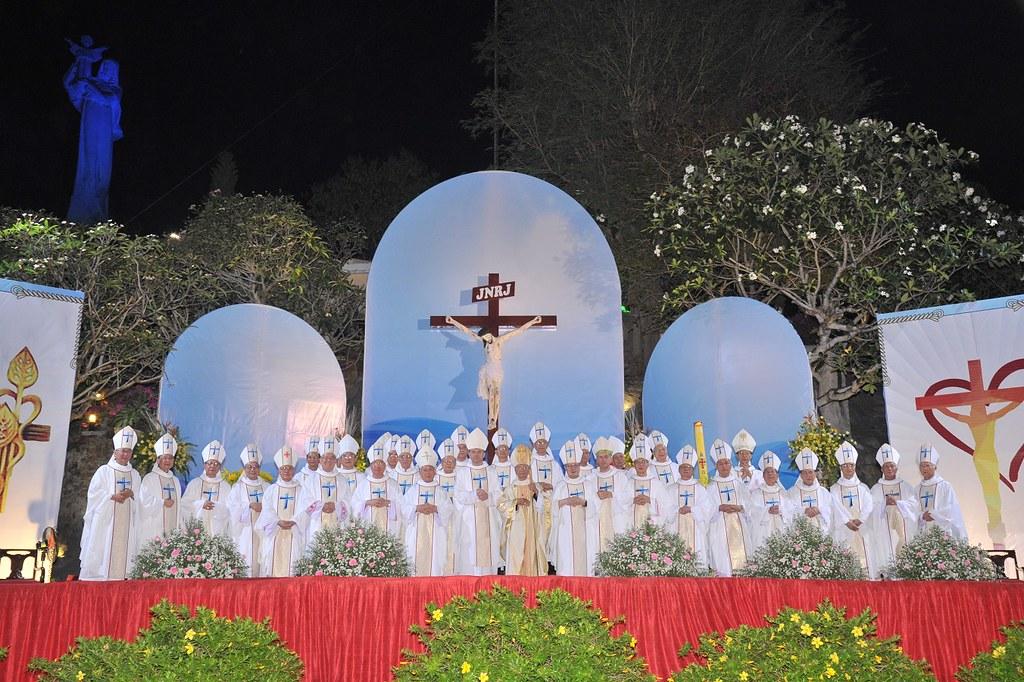 Thánh Lễ Tạ Ơn Kỷ Niệm Kim Khánh Linh Mục Của Đức Cha Tôma Nguyễn Văn Trâm