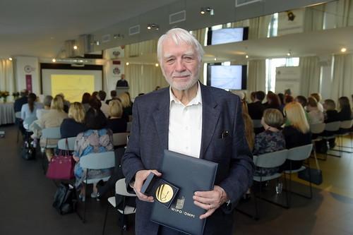 Videvudam Ārijam Lapsam pasniegts Pasaules Intelektuālā īpašuma organizācijas apbalvojums