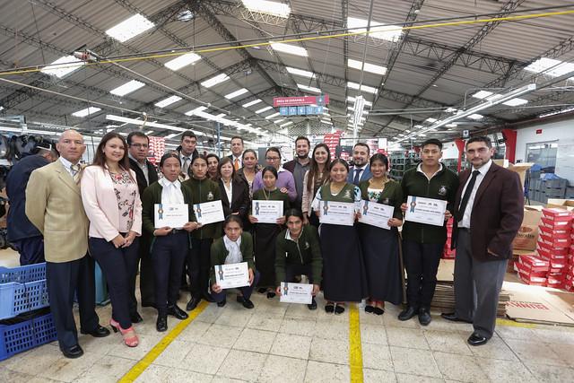 Clausura de las prácticas de los estudiantes de Bachillerato Técnico de la Unidad Educativa Cotacachi  y reconocimiento a las empresas de la CAMCAL