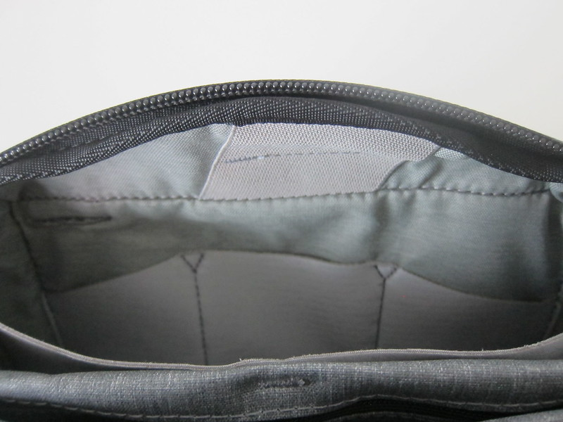 Peak Design Tech Pouch - Cable Pass-Through To Back Pocket