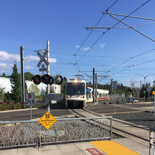 A northbound train pulls into the Tacoma & 99e station