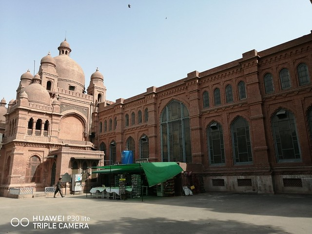 Lahore Museum picture with Auto Mode on Huawei P30 Lite