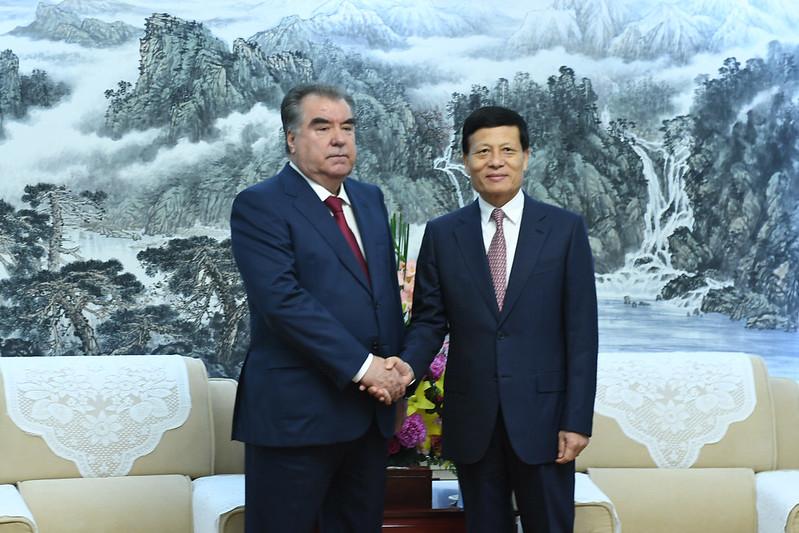 Лидер нации Эмомали Рахмон встретился с президентом Академии общественных наук Китайской Народной Республики Сие Фучжаном