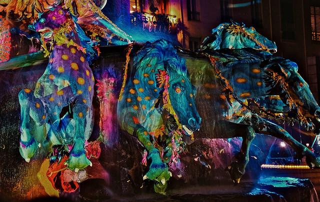 Lyon - Les chevaux de la fontaine Bartholdi place des Terreaux, lors de la fête des Lumières  2010.