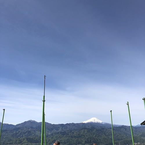 2019.4.28陣馬山〜高尾山縦走 陣馬山町から望む富士山