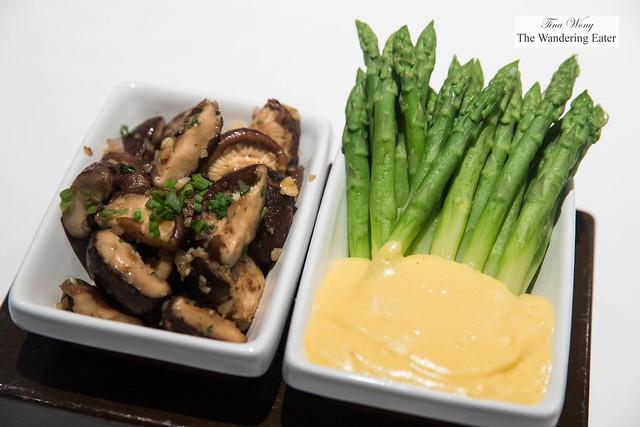 Sauteed shiitake mushroom and steamed asparagus with hollandaise