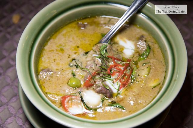 Gaeng Khiew Waan Neua แกงเขียวหวานเนื้อ Green curry with beef