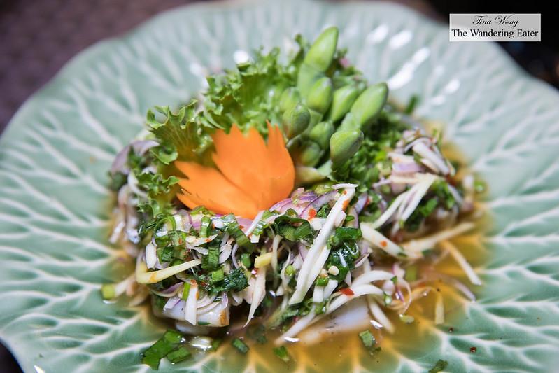 Yum Som O ยําสมโอ - Pomelo salad with prawns, roasted coconut and crispy shallot