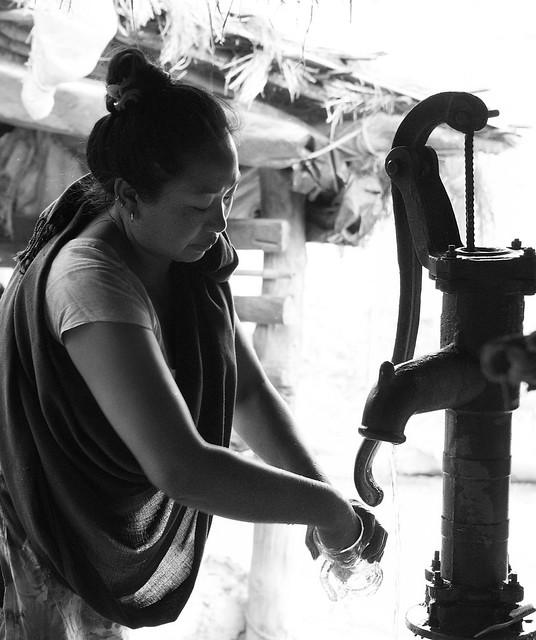 Washing the beer mugs - Chitwan National Park - Nepal