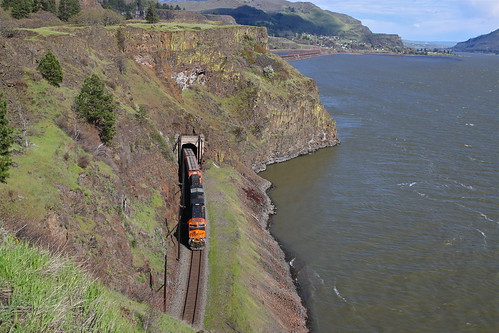 trains railroads bnsf fallbridgesub graintrains tunnels columbiariver columbiagorge slidefence lyle washington