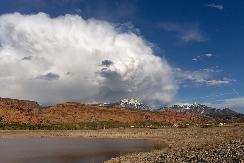 Wolken und Berge.