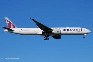 A7-BAF_B773_Qatar Airways_oneworld cs