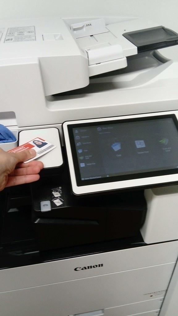 Impresora con el sistema de la tarjeta