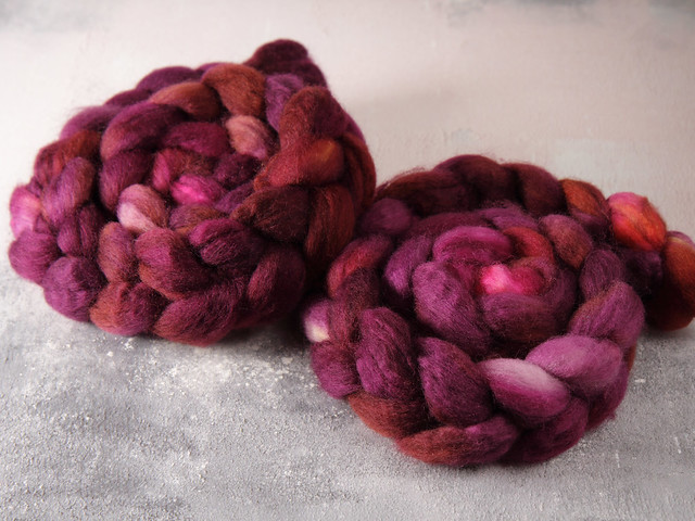 British Bluefaced Leicester wool top/roving hand-dyed spinning fibre 100g – 'Dancing in the Dark' (purple)