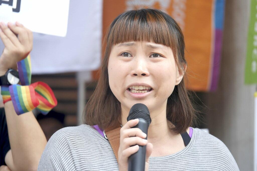 【圖五】同志家長吳少喬痛哭表示爭取的不僅僅的是自己的婚姻,而是能給予孩子一個家的保障