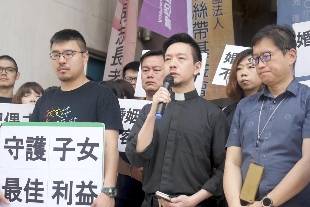 【圖六】真光福音教會張懋禛牧師呼籲反同的教會,提出違憲的法案不只違反憲政原則,也違反了基督教信仰的核心