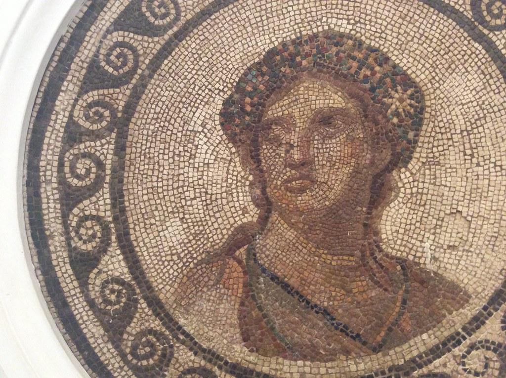 Mosaique d'un portrait de femme dans le Musée archéologique de Séville