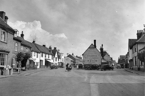 Fore (R) and Market Streets, looking west in 1940 (7936)