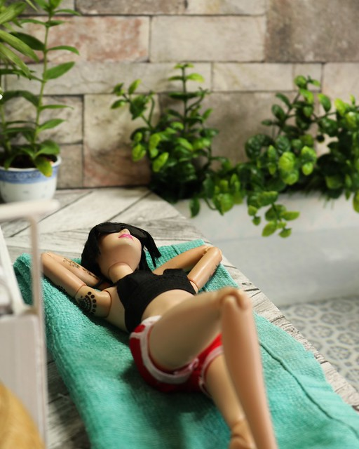 Max and Juno at a pool party (IMG INT) 33875017338_5ec5fd3c1f_z