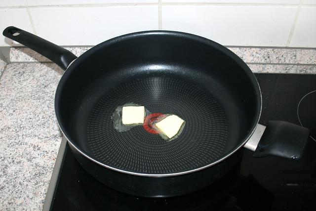 02 - Butter in Pfanne erhitzen / Melt butter in pan