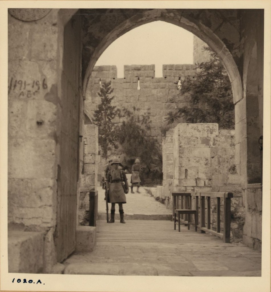 1020. 14 мая. Арабские беспорядки. Шотландские горцы охраняют в башне Давида