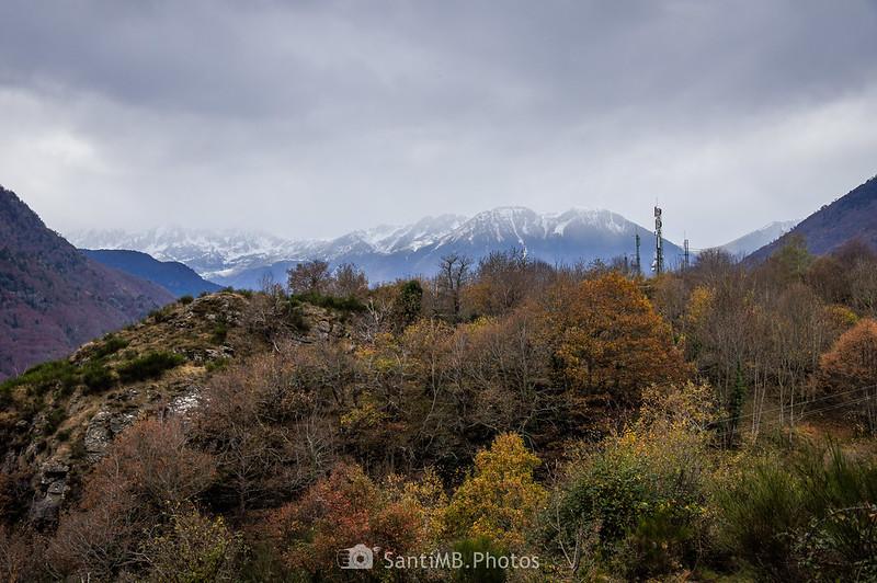 El Malh de Taishoères delante de los Pirineos