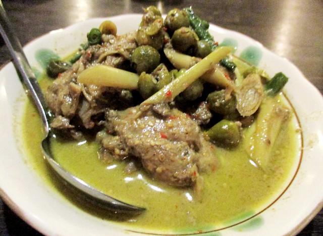 Payung Cafe green chciken curry