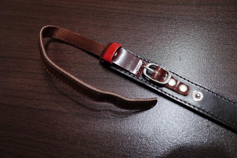 カシェ レッタ for LEICA チョコ120cmバックルを外す