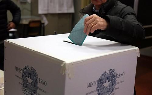 elezioni urne seggio