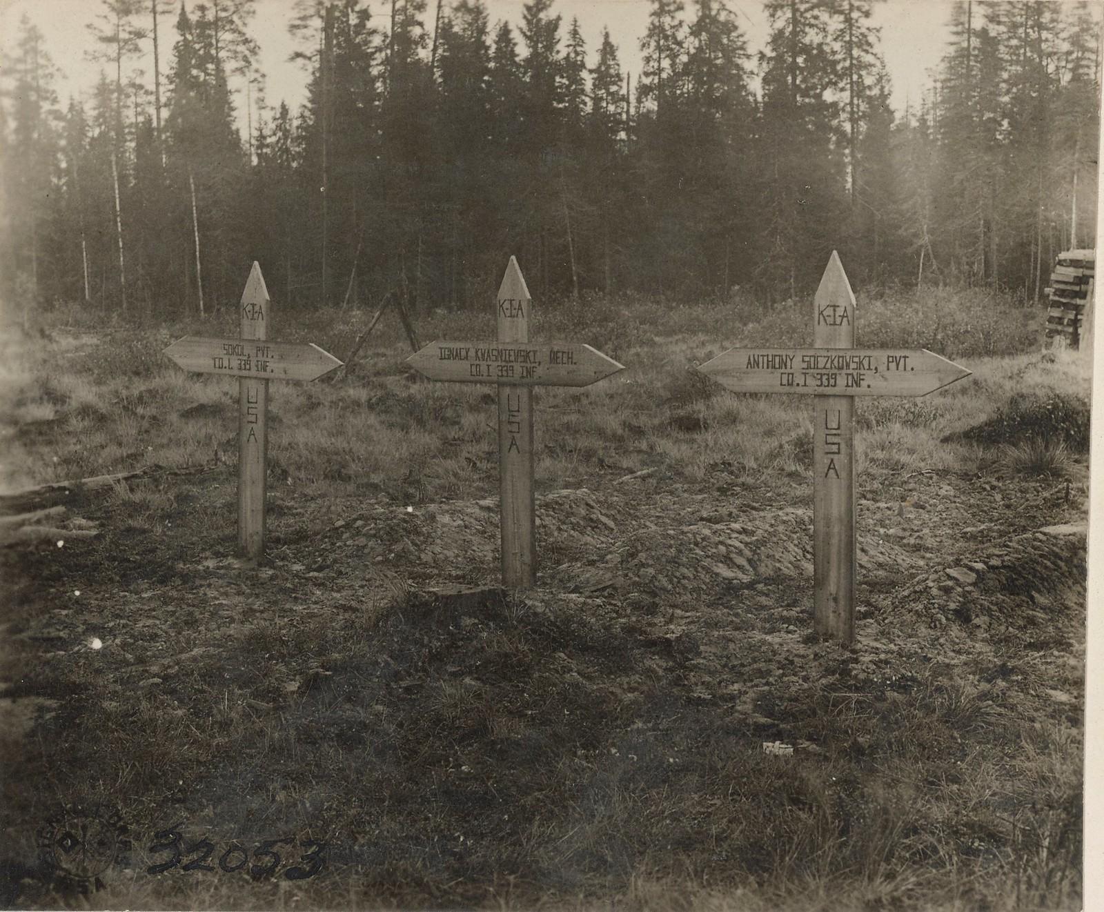 Обозерская. Могилы первых трех американских солдат, погибших на севрном фронте