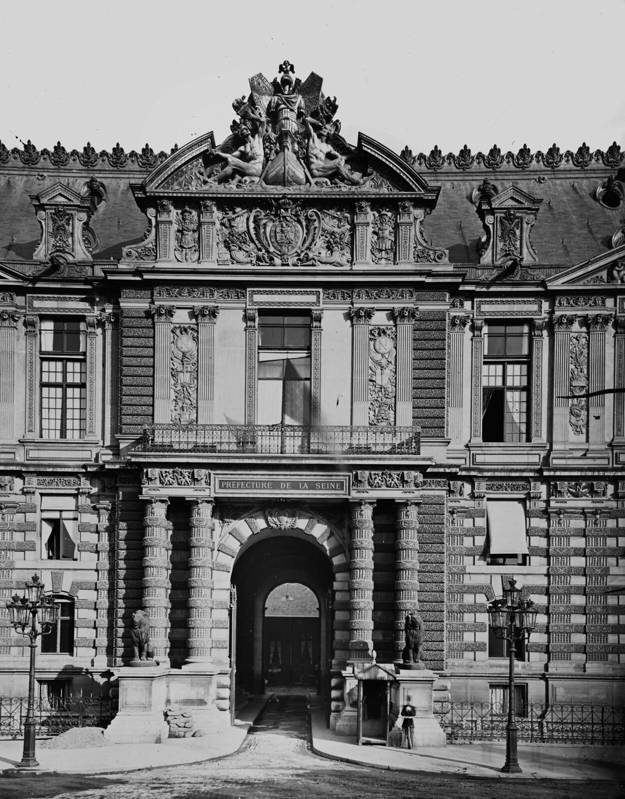 1870. Париж, Лувр (I-й район). Львиные ворота