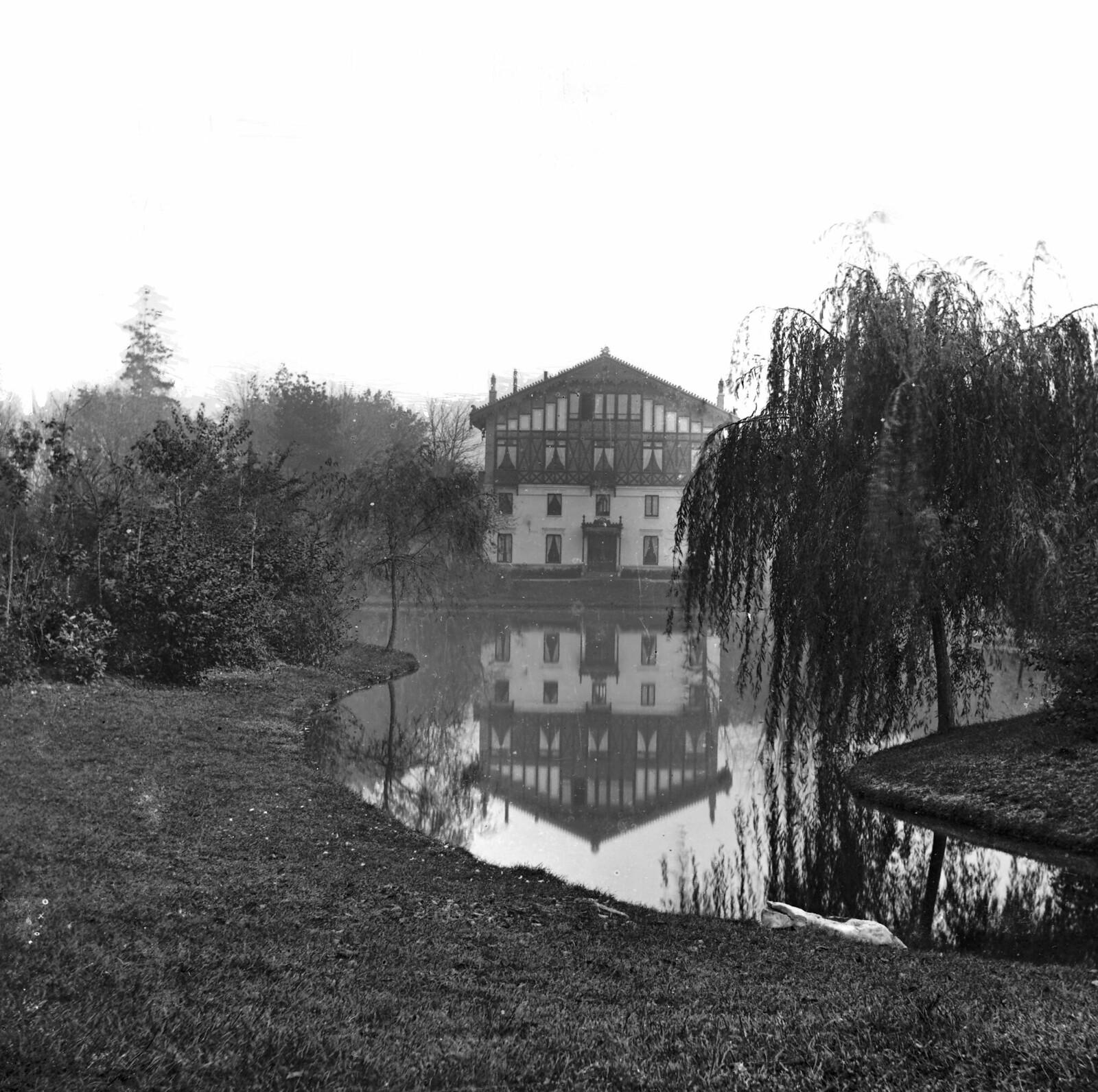 1865. Павильон Арменонвиль на берегу пруда в Булонском лесу