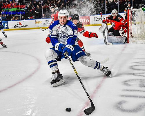 ahl americanhockeyleague binghamton crunch devils icehockey newyork onondagacounty pro professional sports syracuse warmemorial unitedstatesofamerica nikond500 nikonafs18140mmf3556gedvr stick puck player
