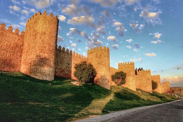 Sun illuminating the walls surrounding Ávila. Ávila, Spain