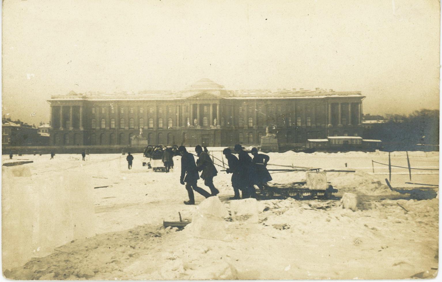 Заготовка льда на Неве перед Академией Художеств