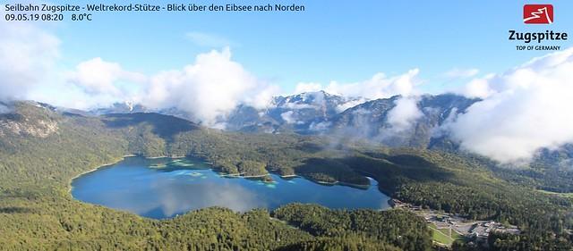 grünes im Eibsee-Wasser