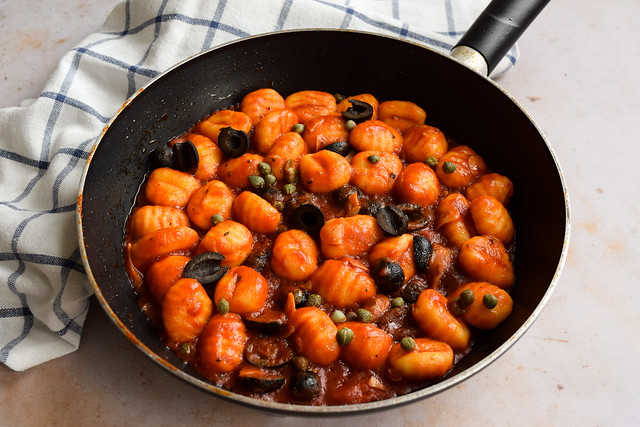 5-Ingredient Vegan Gnocchi Puttanesca