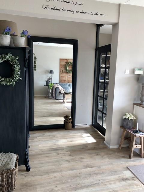 Zwarte houten deur stalen look landelijk