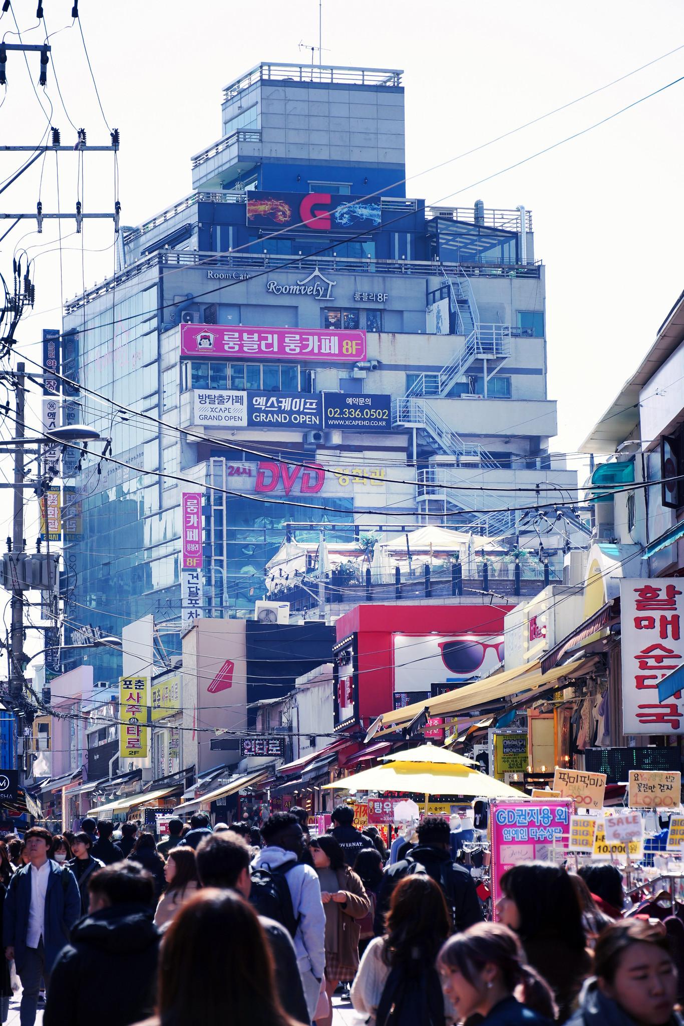 Hongdae in the sun busy_effected