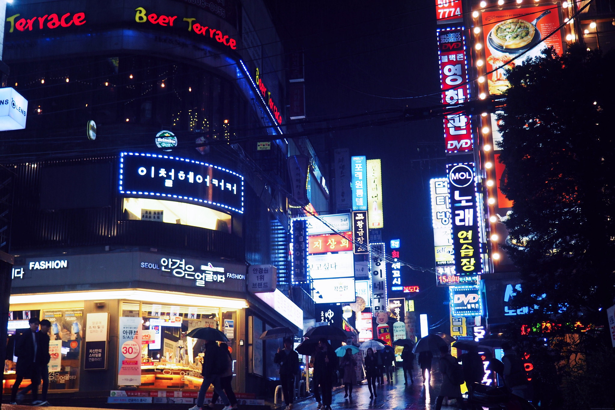 Gangnam at Night Raining Synthwave